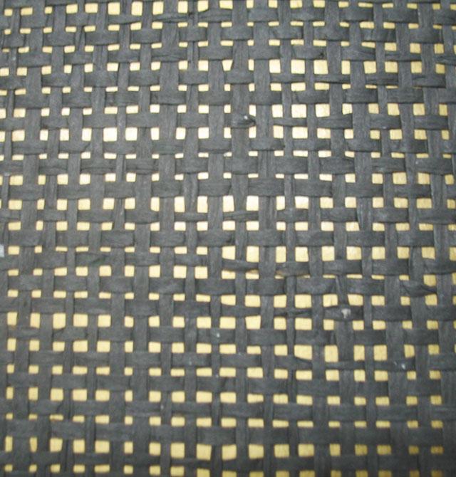 选购墙纸重要指南: 1、即看花色更要关心材质 市场上壁纸花色繁多,但材质也很多,其中纸基PVC壁纸占一大半,原材料成本相对比较低,一些进口PVC壁纸标价很高,所以侃价时不要太客气,这类壁纸可以通过撕(有明显的两层结构,表层有弹性)、烧(有黑色浓烟和刺鼻的味道)等方法简单鉴别出来。 2、既看品牌也看价格 现在大家看到的壁纸店基本是店名(部分是以店内销售的其中一个壁纸品牌来命名),真正的单一壁纸品牌专卖店是极少的,要问清他们每个店一手代理的品牌或主打什么品牌,这样得到的价格才可能最真实最靠谱,当今许多样本在各