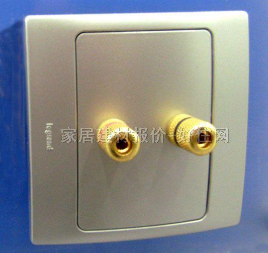 产品简介: 音响线一般是双线,所以一个音响其实就是2头音响插座也可以叫一位音响插座,二个音响就是四头音响插座也叫二位音响插座,一般情况,四头音响用在功放主音响,二头音响用在环绕,左环绕(左音响),右环绕(右音响),所以通常配置是二头音响插座2个,四头音响1个。