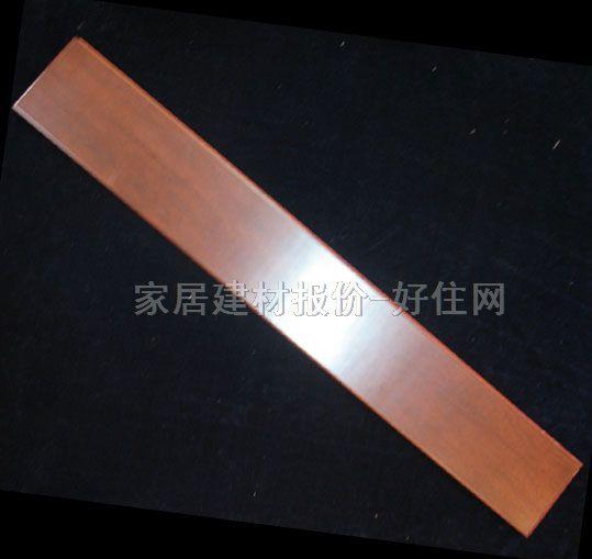 其表层为优质硬木规格板条镶拼板,芯层为软杂木板条,底层为旋切单板