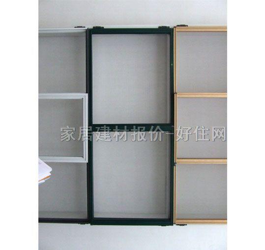 采购指南: 一、选纱。 1.纱窗的好坏,首先就是窗纱。纱有国产与进口之分。进口的多为玻璃纤维的;国产的也有玻璃纤维,还有部分是塑料材质的。 2.进口优质玻璃纤维窗纱可以经过上万次推拉摩擦而不变形;国产的玻璃纤维一般只能经受几千次;而塑料窗纱因为材质的关系,容易热胀冷缩,变形的几率就大。所以应该选择进口的玻璃纤维窗纱。 二、选购时注意两点: 1.