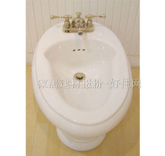 """妇洗器又名净身盆(bidet),是专门为女性而设计的洁具产品。作为一种关注女性健康的产品,妇洗器在西方国家已经大量走入寻常百姓家,但在国内却才刚刚兴起。普通家庭目前还较少配备这种'新式武器'。"""" 妇洗器是和马桶配套出售的,安装在马桶旁边,因此需要较大的卫浴空间。   近些年来妇洗器在功能和造型上有了不少改进,以往大部分国产妇洗器都是没有盖子的,使用不舒适,看上去不美观,而如今许多妇洗器都配备了马桶一样的盖子,看上去非常美观。除了手动龙头,如今一些高档妇洗器竟然用上了感应"""