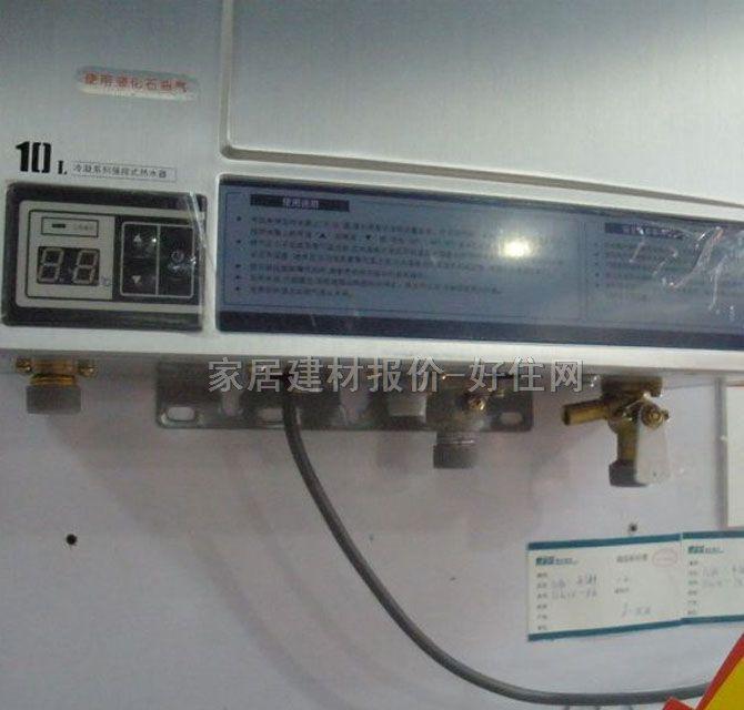 """JSQ18-10E 凝智冷凝恒温型强排式燃气热水器 产品特点: """"6+1""""高效节能燃烧技术,节能省气超高能效 采用万和独有的""""6+1""""高效节能燃烧技术:冷凝式换热技术+强化燃烧技术(""""空-燃""""气同步配比及全封闭强化燃烧室)+强制换热技术+AI智能恒温技术+智能分段燃烧技术+无氧铜高效环保水箱,热效率最高约达99%,节能效果非比寻常。 AI智能恒温系统,恒定贴心水温 独有的AI智能恒温系统,秒极速恒温,恒温精度±1(国标规"""